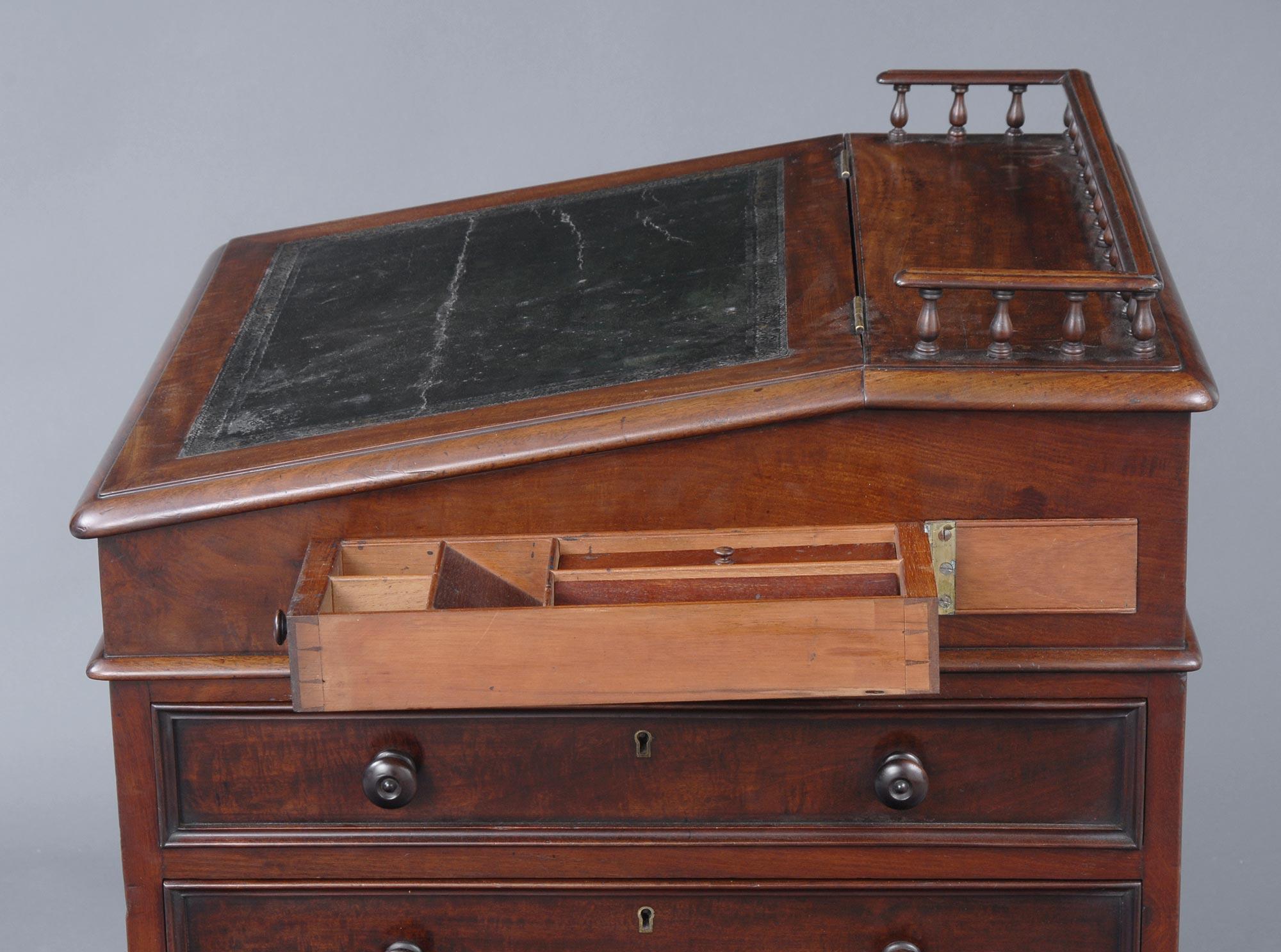 English Late Regency Davenport Antique Gany Desk