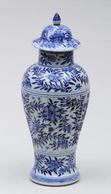 Chinese Kang Xsi Lidded Vase