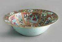 Chinese Export Qing Dynasty Famille Rose Mandarin Bowl