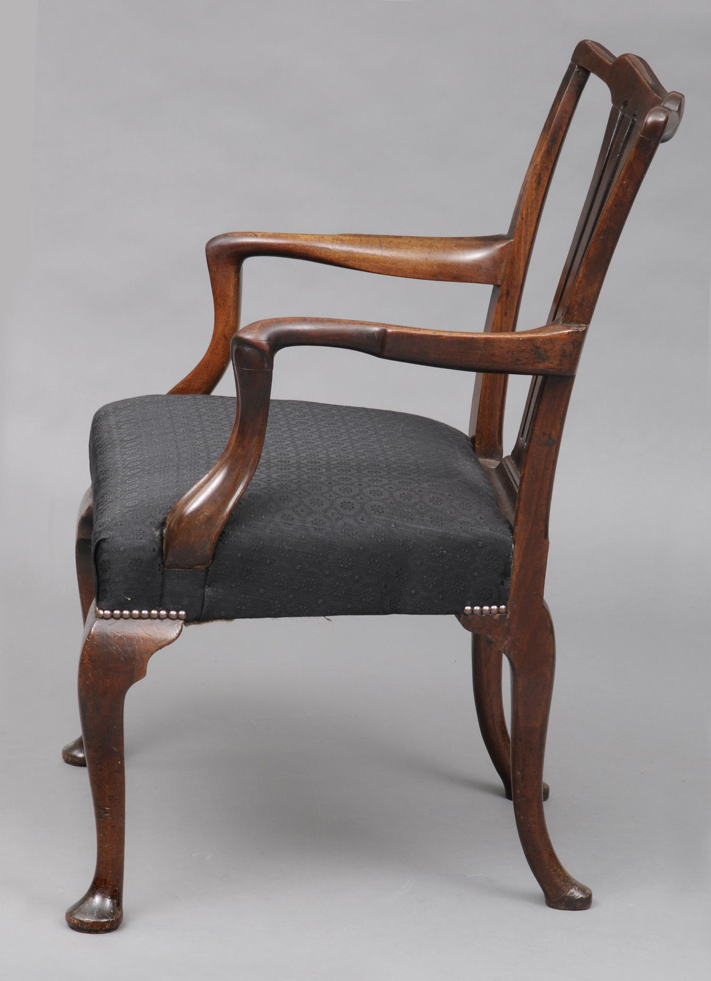 Relatively Antique Mahogany Armchair | English George II Chippendale Armchair KI75