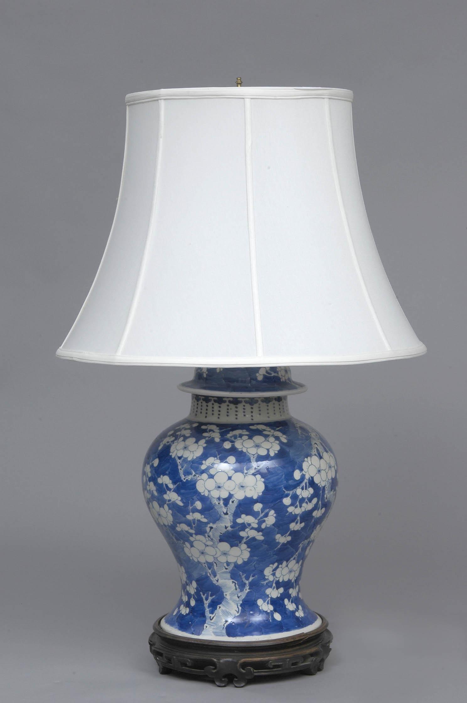 Chinese Antique Blue Amp White Lamp