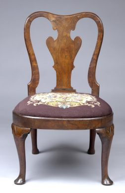 English Antique Period Queen Anne Walnut Side Chair